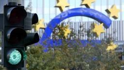Euro čelí viacerým rizikám, krajiny eurozóny otestuje budúcnosť