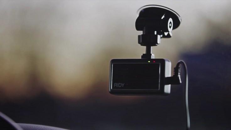 Zariadenie Ridy sleduje a varuje ospalých či nepozorných vodičov