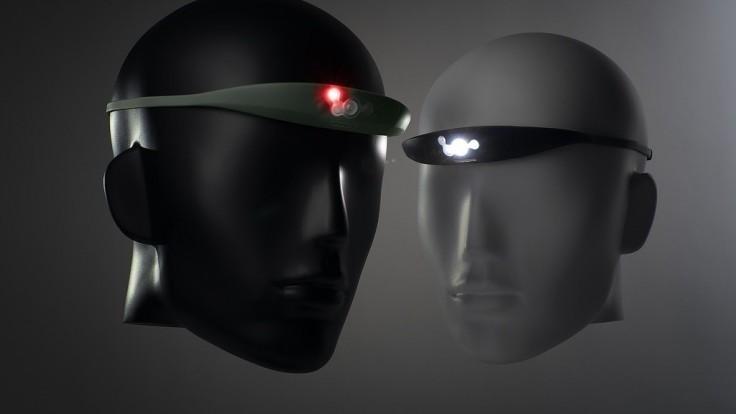 Čelová LED lampa zo silikónu sa chváli lepšími vlastnosťami