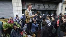 Ďalší štrajk železničiarov vo Francúzsku spôsobil nekonečné kolóny