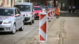 Bratislava je upchatá po celý deň, dôvodom sú rekonštrukcie ciest