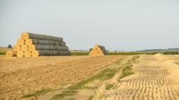 Farmári zmenu pravidiel kritizujú. Obávajú sa straty pôdy