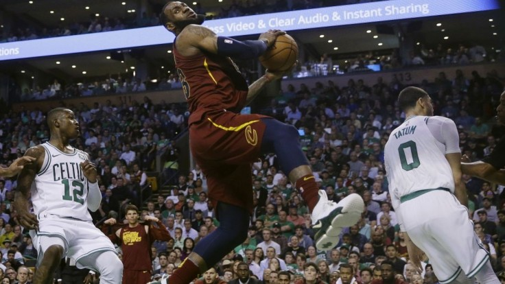 NBA: Cavs to opäť v Bostone nevyšlo, nepomohol ani výkon LeBrona