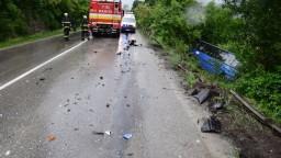 Autobus po zrážke skončil prevrátený, zasahoval aj vrtuľník