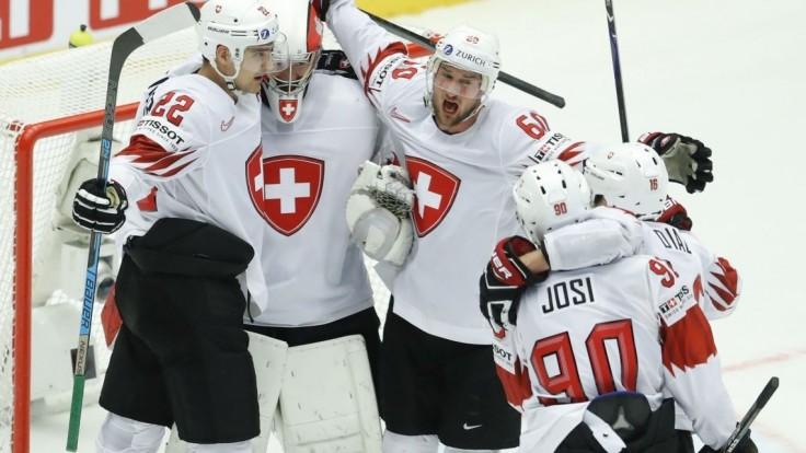 Lotyši potrápili Švédov, Švajčiari prekvapili víťazstvom nad Fínmi