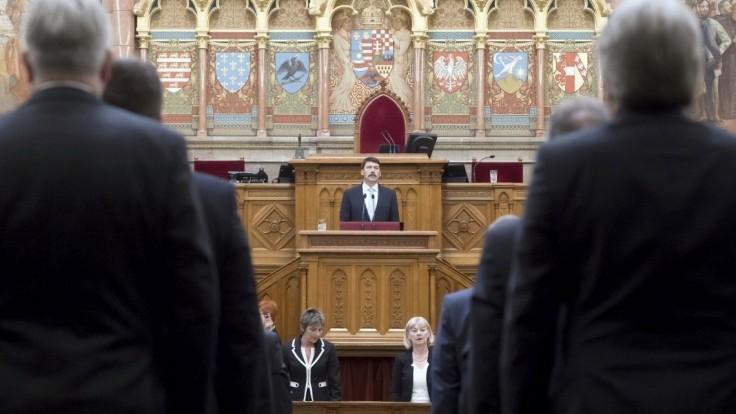 Vznikol nový kabinet, maďarský prezident vymenoval Orbánovu vládu