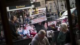 V Británii vrcholí svadobné šialenstvo, prilákalo tisíce turistov