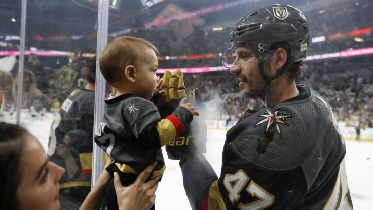NHL: Nováčik sezóny valcuje play-off, útočí na finále