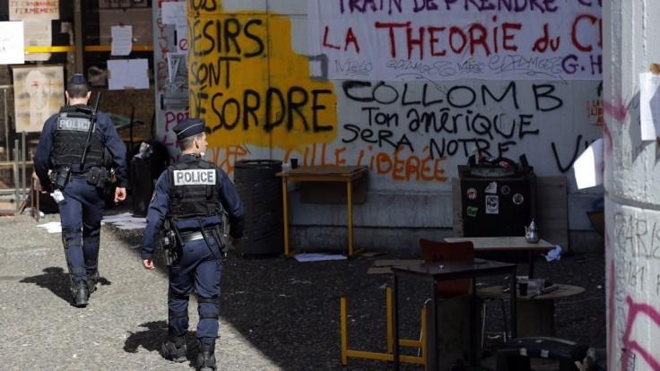 Strelci s kalašnikovmi vo Francúzsku zaútočili na mladých ľudí