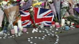 Mayová a princ William si uctili obete masakru v Manchesteri
