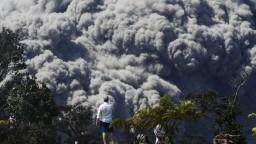 Havajská sopka Kilauea neutícha, ľudí ohrozujú toxické mraky