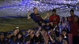 Barcelonský velikán Iniesta sa naposledy rozlúčil s klubom