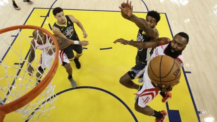 NBA: Houston vyrovnal sériu, zvíťazil na palubovke Warriors