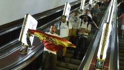 Kyjev v pohotovosti, v metre plnom fanúšikov nahlásili bombu