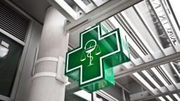 Pohotovostné lekárne majú byť otvorené dlhšie, lekárnici chcú príplatky