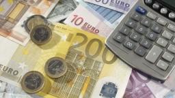 Zadlžujeme sa najrýchlejšie v EÚ, objem úverov sa zdvojnásobil