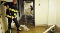 Prahu potrápilo krupobitie. Pod vodou skončili pivnice i nemocnica