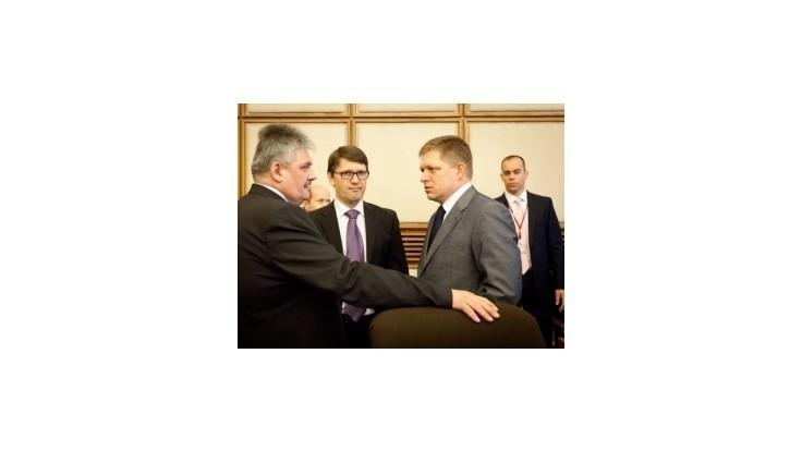 Fico opozícii: Nehovorte na všetko nie, nie, nie a vyberte šéfa ÚVO