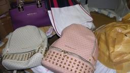 Falzifikáty módnych značiek sa na pulty nedostanú, colníci ich odhalili