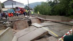Na Kysuciach strhlo most, obyvatelia zostali odrezaní od sveta