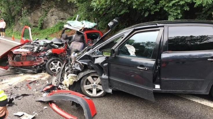 Pod Strečnom sa zrazili autá, vážna nehoda si vyžiadala zranených