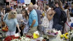 Londýn si pripomenul útok na moste, vyhaslo osem životov