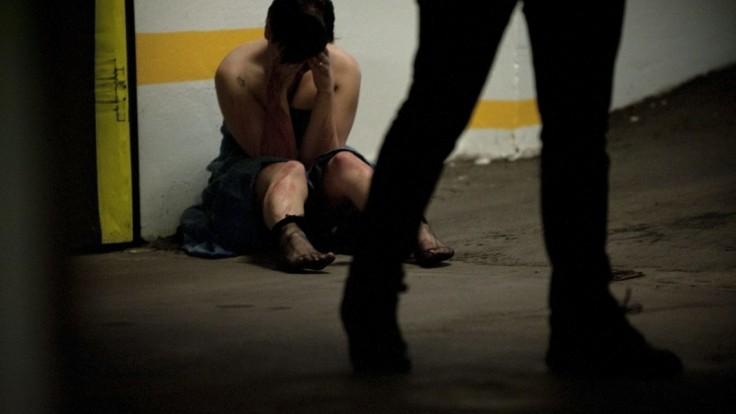 Stredoškolský učiteľ mal znásilňovať žiačky, polícia ho obvinila