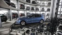 Uvalí Trump clo na európske autá? Slovenská ekonomika môže utrpieť