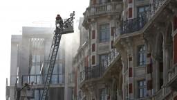 Luxusný londýnsky hotel zachvátil požiar, zasiahla stovka hasičov