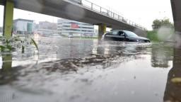 Voda zaplavila cesty aj nemocnicu, problémy malo i letisko