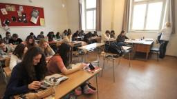 Dlhodobý nedostatok učebníc v školách by mohli vyriešiť e-knihy