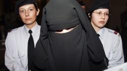Zatvoria mešity, vyhostia imámov. Rakúšania udrú na radikálny islam