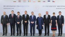 Kiska priniesol na summit prezidentov do Varšavy zaujímavý dar