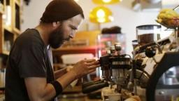 Firmám chýbajú brigádnici, mladých lákajú mzdy v zahraničí