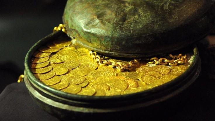 Robotníci demolovali dom, objavili stáročný zlatý poklad