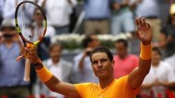 Nadal možno vynechá Wimbledon, Federer je späť