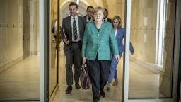 Spor o azylovej politike otriasol Merkelovej vládou