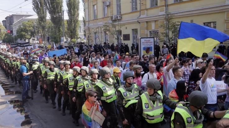 LGBTI pochod sprevádzali výtržnosti, radikálov v Kyjeve zadržali
