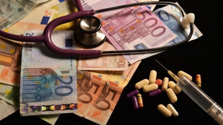 Rozhodli, kedy je dar pre lekára úplatkom a kedy nie