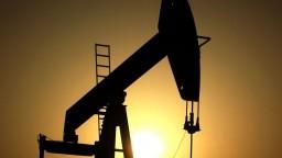 Cena ropy klesla, môžu za to Trumpove clá
