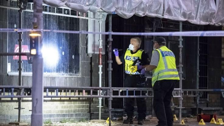 Útočník strieľal na oslavujúcich fanúšikov, z miesta činu ušiel