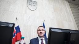 O stíhačkách vláda rozhodne neskôr, Pellegrini vysvetlil, prečo
