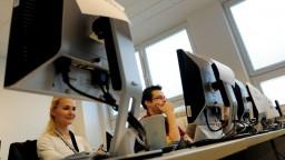 Chýbajú učitelia informatiky, školy nedokážu konkurovať firmám