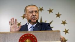 Erdogan obhájil mandát, k urnám prišlo rekordne veľa Turkov
