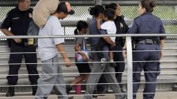 Tábory pre utečencov chcú USA postaviť na vojenských základniach