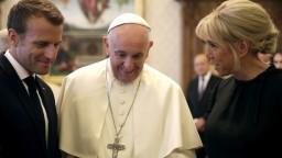 Pápež František sa stretol s Macronom, rokovali v súkromí