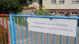 Ministerka zasiahla do sporu, šéf ústavu detskej psychológie končí
