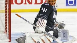 Hviezdny brankár podpísal novú zmluvu v NHL, mieri k Chárovi