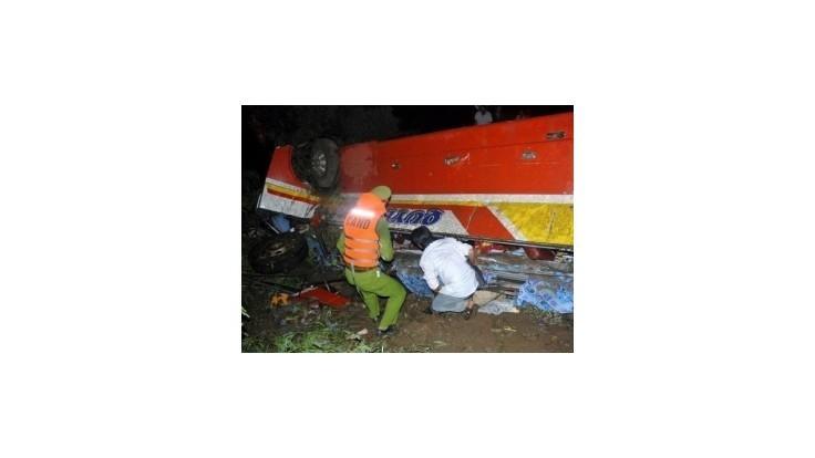 Haváriu autobusu vo Vietname neprežilo najmenej 34 ľudí
