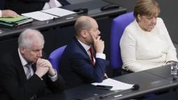 Merkelovej sa môže rozpadnúť vláda, ak presadí masové tábory